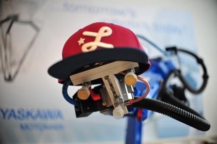 roboter-mit-muetze